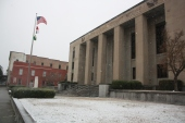 Snow falls at the Lenoir County Courthouse on Jan. 7, 2017.